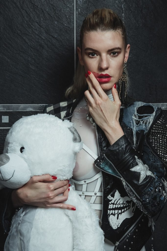 Model Franziska Holzer Pia Bolte inside shooting 14