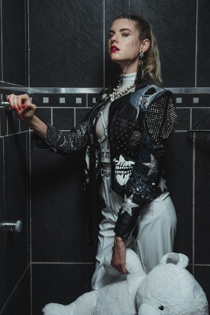 Model Franziska Holzer Pia Bolte inside shooting 6