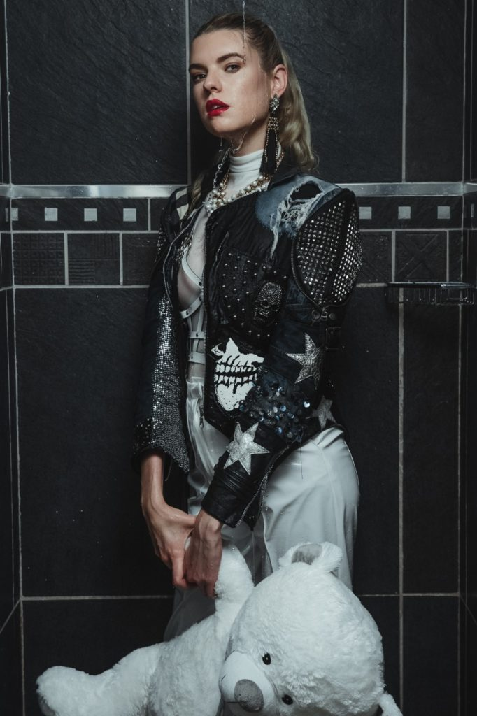 Model Franziska Holzer Pia Bolte inside shooting 8