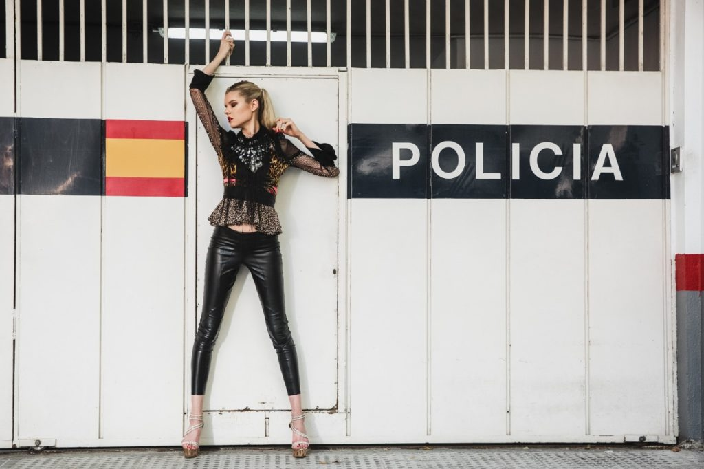 Model Franziska Holzer Pia Bolte outside Shooting 6